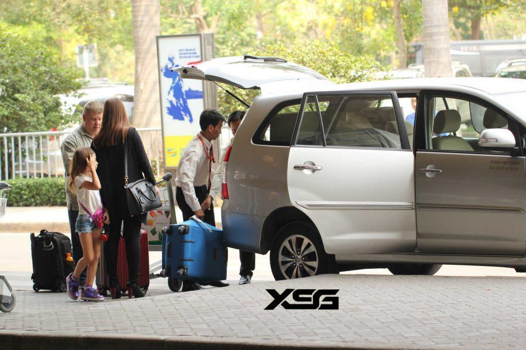 thuê xe 7 chỗ đi sân bay