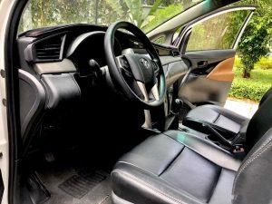 bên trong xe innova 7 chỗ