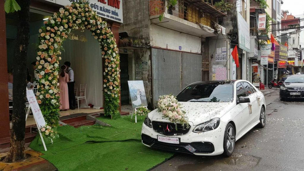 thuê xe hoa Mercedes trắng